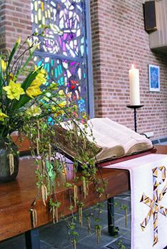 Feestelijke tafel tijdens een dienst.