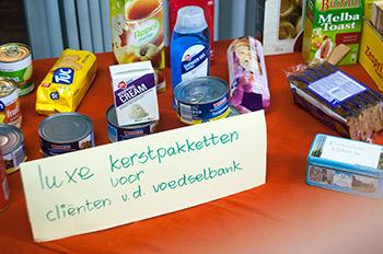 Inzameling voor kerstpaketten voor de Voedselbank.